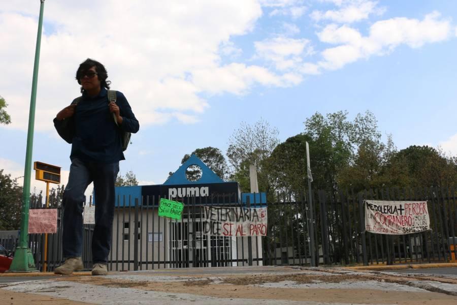 Autoridades de la UNAM dialogan con estudiantes que mantienen en paro la Facultad de Veterinaria