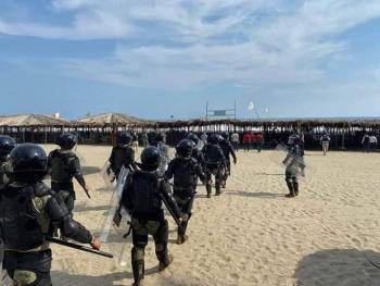 Desalojan a turistas de playas en Acapulco
