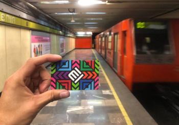 Detienen a dos hombres por posible fraude con tarjetas del Metro