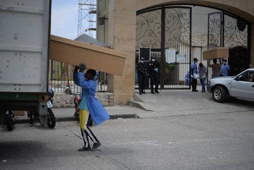 Casi 800 cadáveres fueron retirados de viviendas de Guayaquil