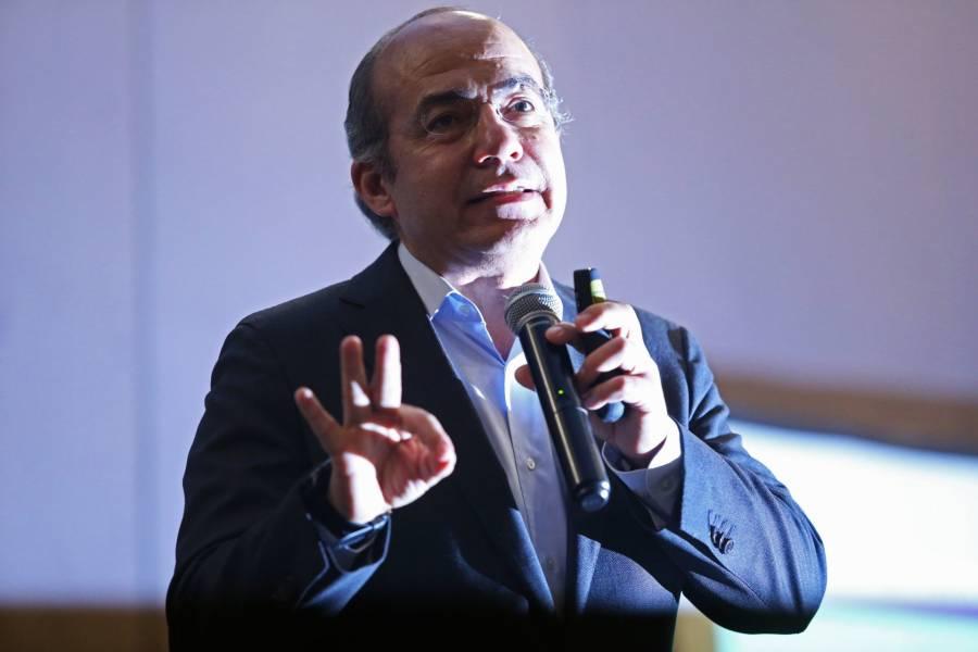 México Libre no apoya iniciativas contrarias a la Constitución: Felipe Calderón
