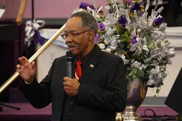 Pastor muere por Covid-19 en Virginia tras negarse a cerrar su iglesia