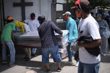Ecuador reporta asistencia de inhumación a mil 878 fallecidos