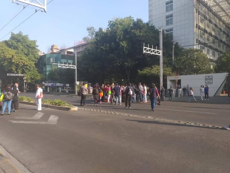 Trabajadores del ISSSTE realizaron un bloqueo en la Benito Juárez