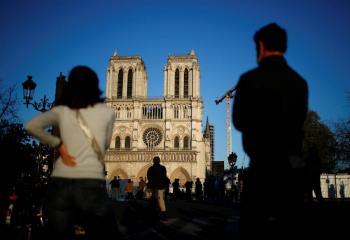 Campana de Notre Dame suena una vez más en aniversario de incendio