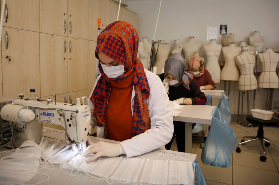 Por decreto, empresas en Turquía no podrán despedir a trabajadores