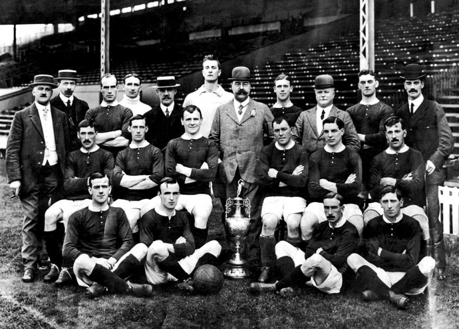 A 132 años de la primera liga de futbol, Inglaterra reina