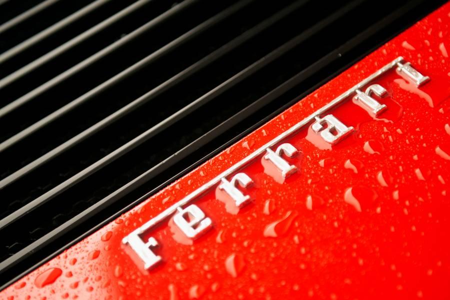 Ferrari fabrica equipos para personal médico que combate pandemia en Italia