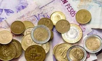 Bonos argentinos suben y país se desploma por reestructuración de deuda