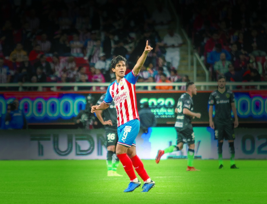 Con 23 goles, José Juan Macías luce como mexicano más efectivo