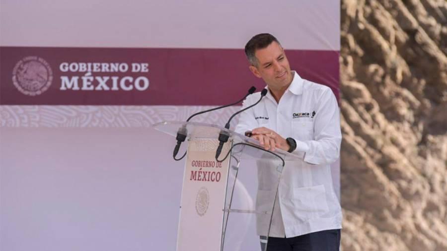 Alejandro Murat informó el uso obligatorio de cubrebocas en transporte y espacios públicos