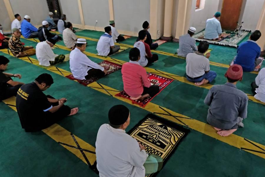 Arabia Saudita revisa toque de queda para mes del Ramadán