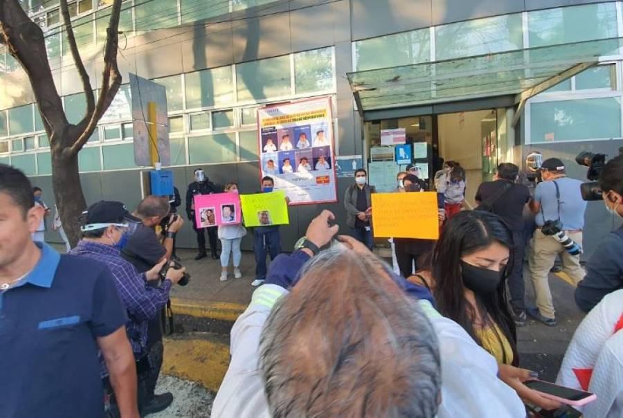 Médicos protestan en hospital de Tacuba por falta de equipo