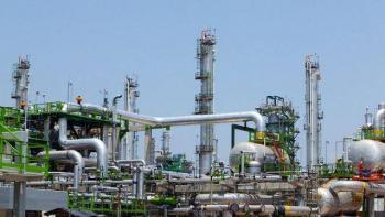 Anuncia AMLO que cerrará producción de crudo por caída de precio