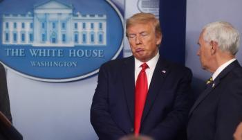 Trabajo para connacionales, busca el decreto que firmó Trump para evitar migración