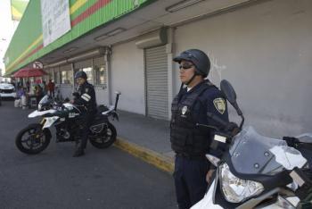 Entrega Cruz Roja Mexicana cubrebocas a policías capitalinos