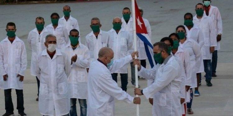 Confirman que médicos cubanos llegaron a la CDMX para apoyar con asesorías