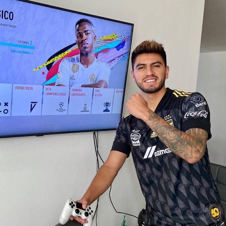 Tigres vence a Santos en la eLiga MX y aficionados señalan supuesto amaño