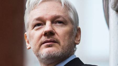 Aplazan por COVID-19 audiencia de extradición de Assange