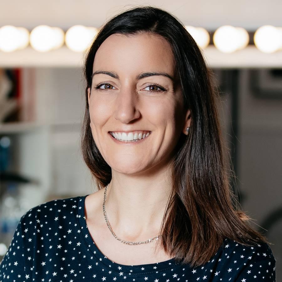 Investigadora de Oxford se somete a prueba de vacuna contra covid-19 desarrollada en Inglaterra