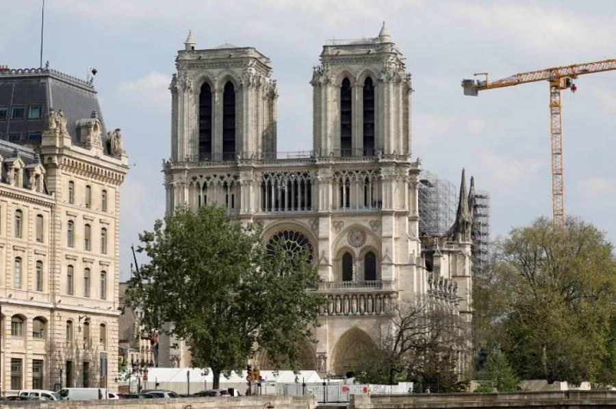Constructores regresan a la catedral de Notre-Dame tras cierre por Covid-19