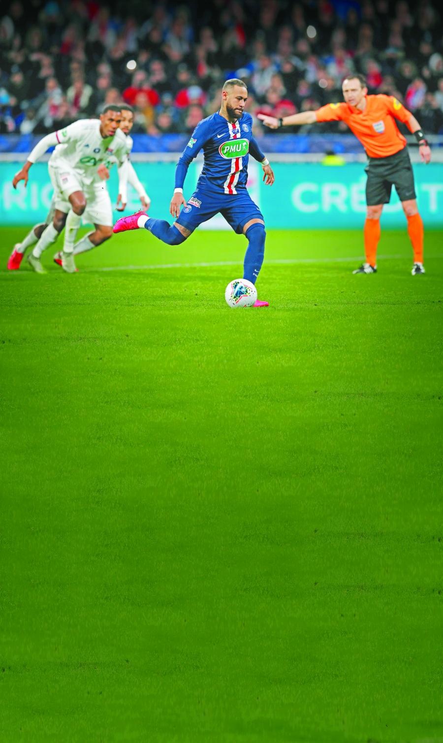 Francia anula la primera de cinco grandes ligas de futbol