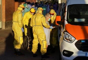España abre investigación a  86 asilos por presunta negligencia