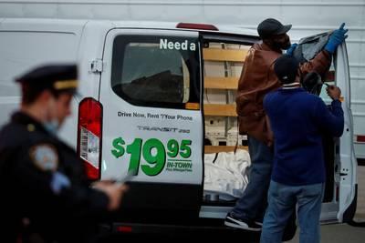 Alcalde de Nueva York condena hallazgo de cadáveres en camiones