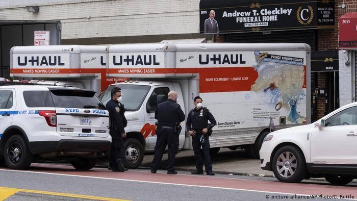 Encuentran en Nueva York camiones con decenas de muertos apilados