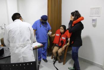 Rescatan a turistas que colisionaron en Acapulco