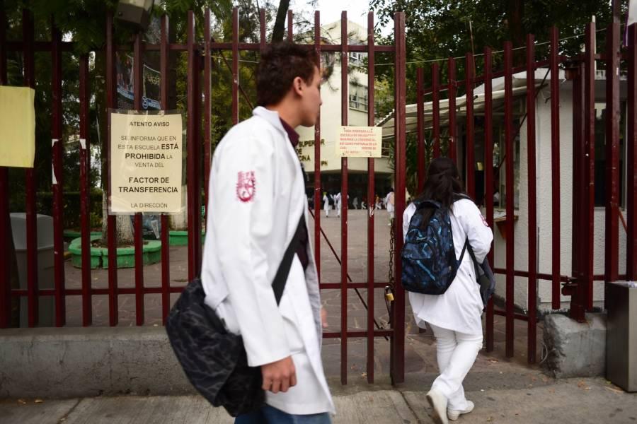 Médicos de pregrado del IPN regresarán a las instituciones de salud el 11 de mayo