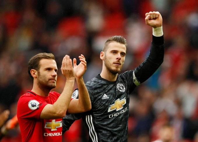 Premier League podría reanudar temporada en campos neutrales