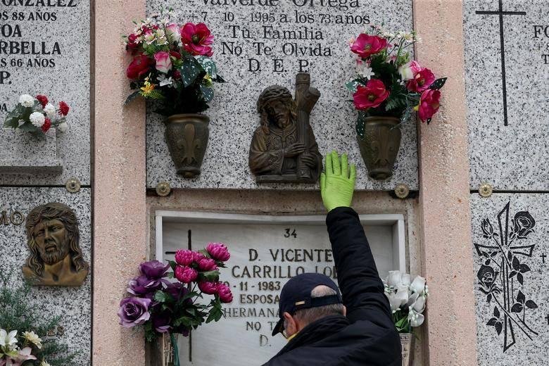 España registra por tercer día menos de 200 muertos por COVID-19