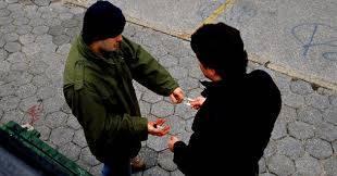 Fiscalía capitalina detiene a narcomenudista en flagrancia