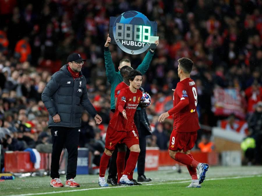 La FIFA permite cinco cambios por equipo de manera provisional