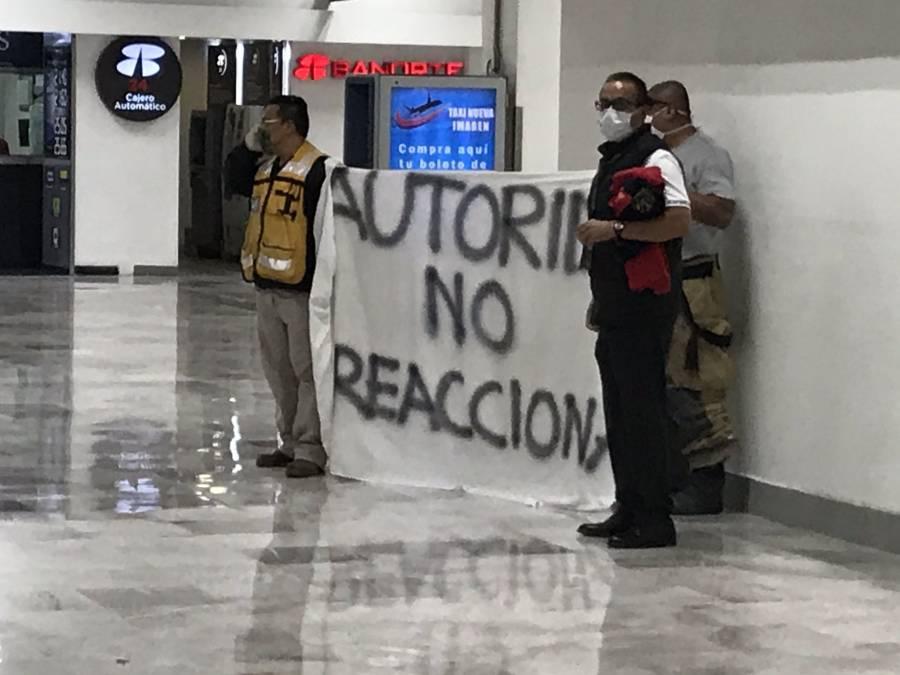 Trabajadores del AICM protestan por falta de insumos ante Covid-19