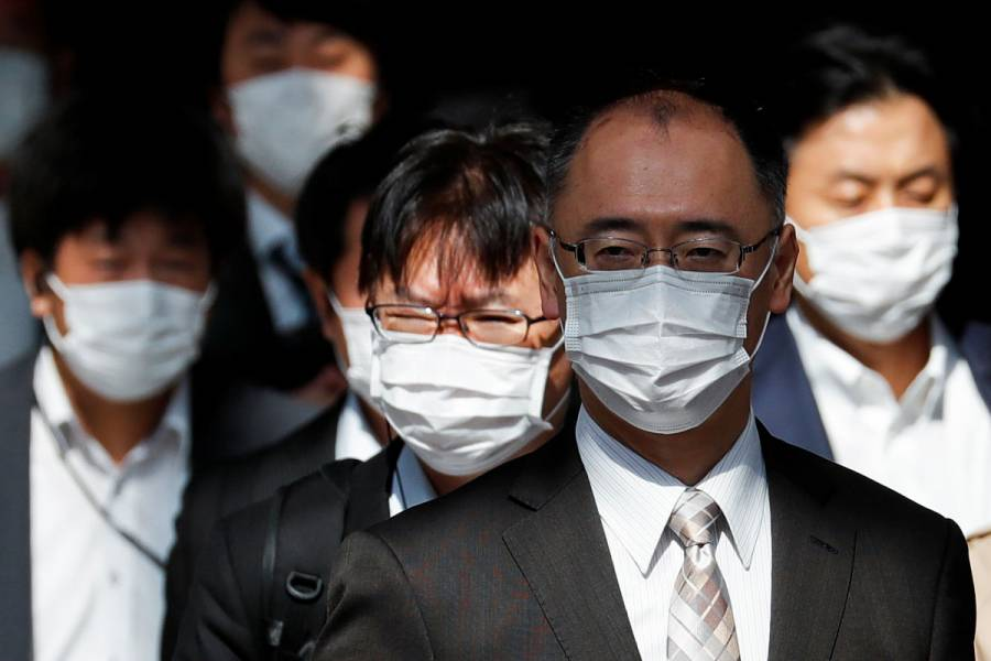 Analiza Japón levantar el estado de emergencia en algunas prefecturas