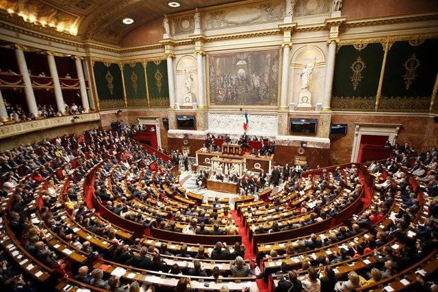 Francia extiende hasta el 10 de julio el estado de emergencia por coronavirus