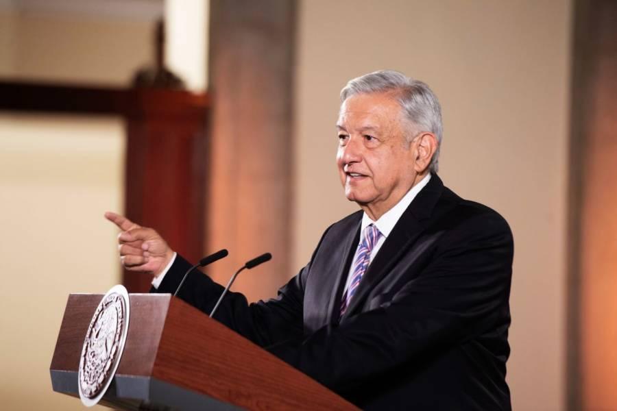 Padre de Claudio X. González recomendó a Peña Nieto subir gasolina: AMLO