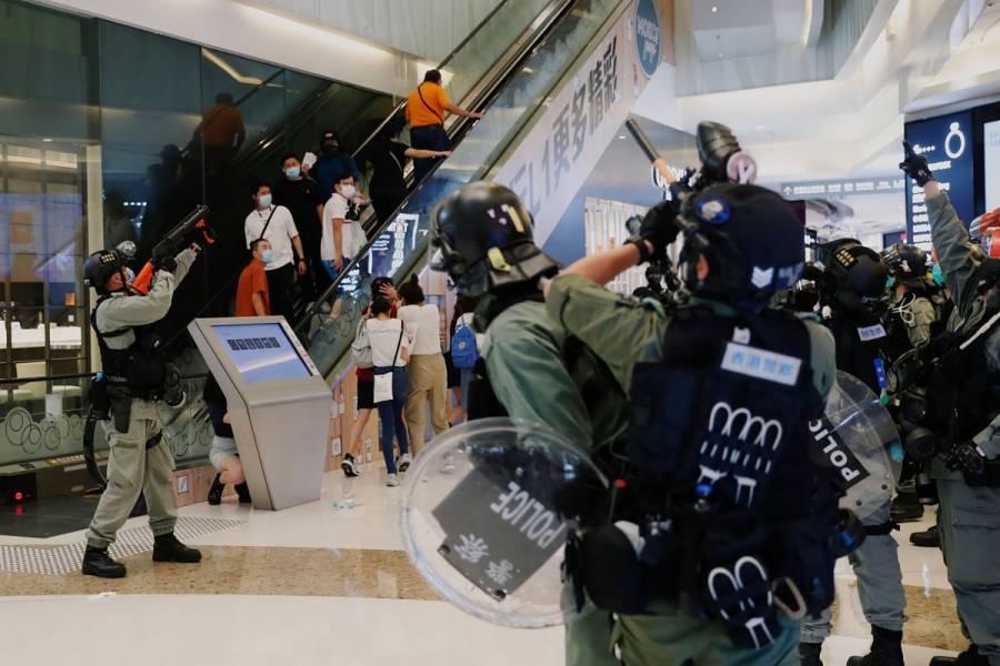 Nuevas protestas violentas en Hong Kong dejan 250 detenidos