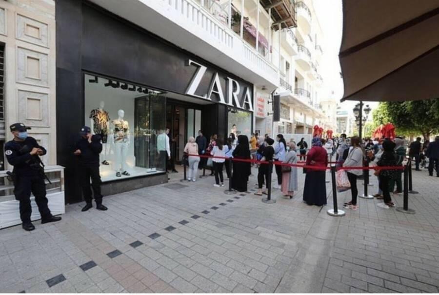 El esperado desconfinamiento en Francia llega con largas filas en  Zara