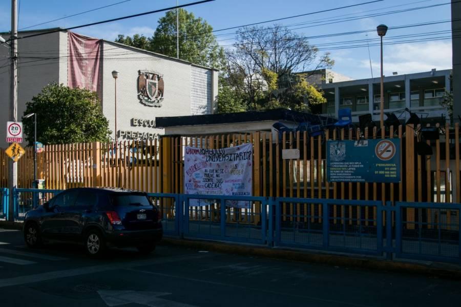 Autoridades de la UNAM recuperan instalaciones de Prepa 8