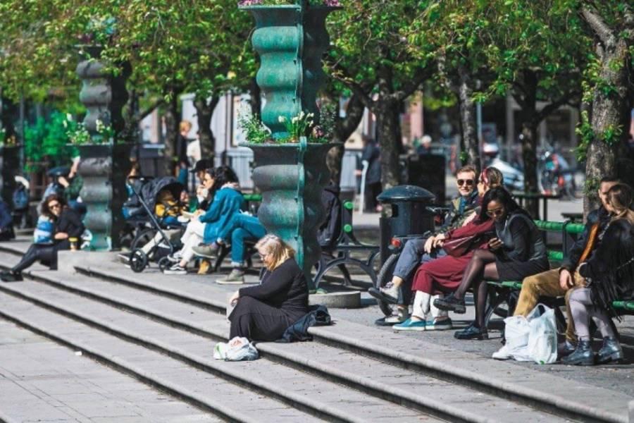 Suecia ajustará su estrategia contra Covid-19 tras aumento de fallecimientos de adultos mayores