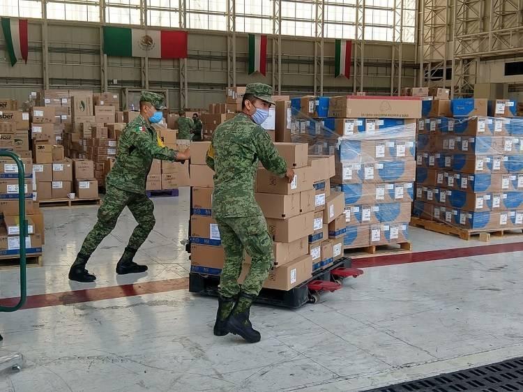Movilizan Fuerzas Armadas insumos y equipos médicos a todo el país