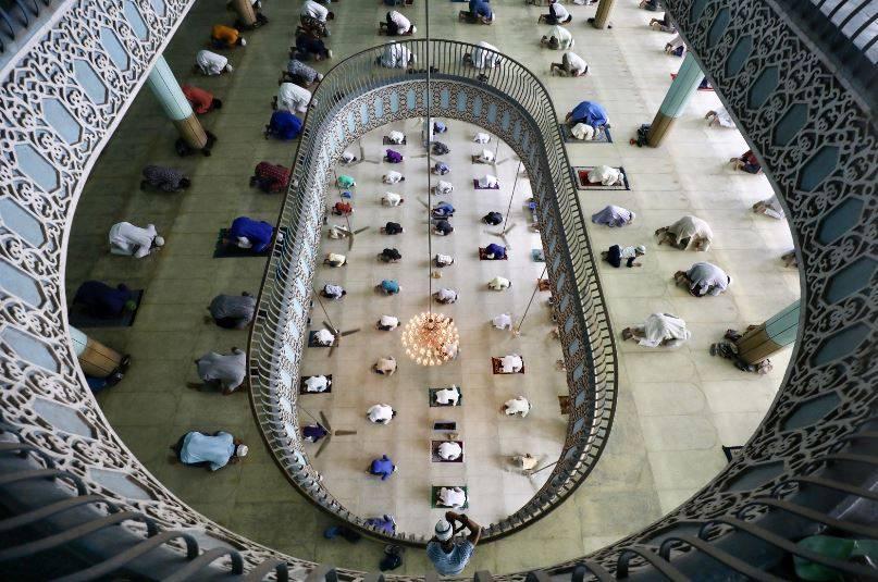Irán reabre mezquitas a pesar de pandemia