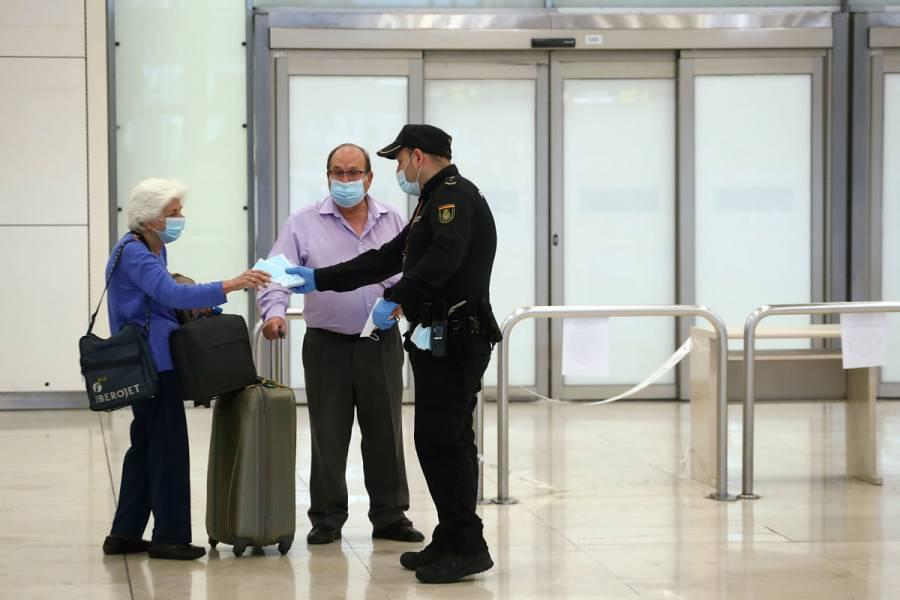 España impone una cuarentena de 14 días a viajeros extranjeros