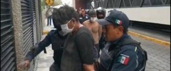 Población lincha a presuntos delincuentes en Toluca