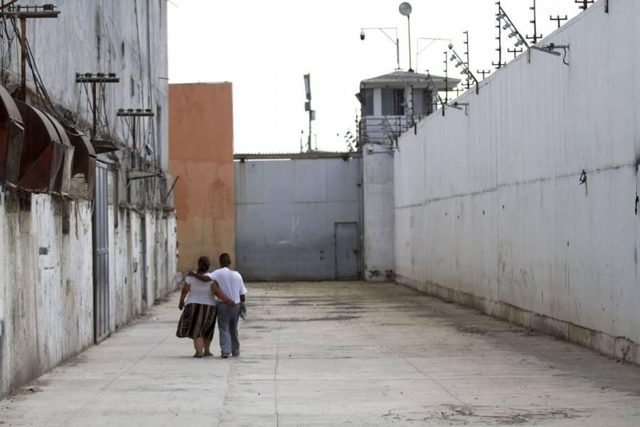 Investigan a 13 contactos de interno contagiado en Cereso de León