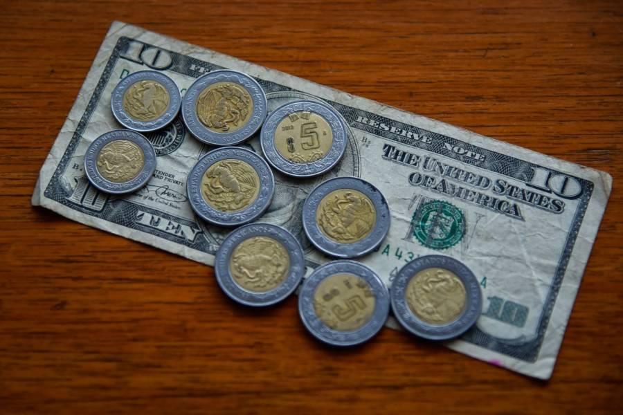 Peso gana y cotiza en 24.10 por dólar esta mañana