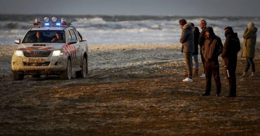 Tragedia en playa de Holanda: cinco surfistas mueren